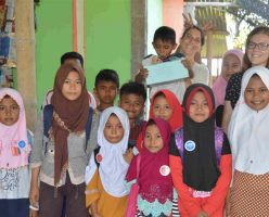 The kids with Ms.Ruby and Ms. Freya in English class-